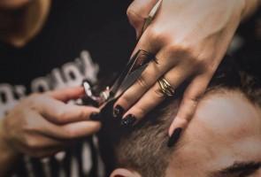 Cortarse el pelo antes de un injerto capilar